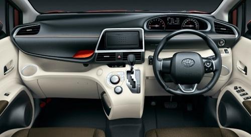 Mencoba Transmisi Otomatis CVT Toyota Sienta