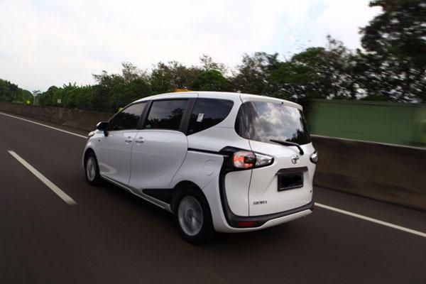 Perbedaan Toyota Sienta Tipe Q dan Toyota Sienta Tipe E