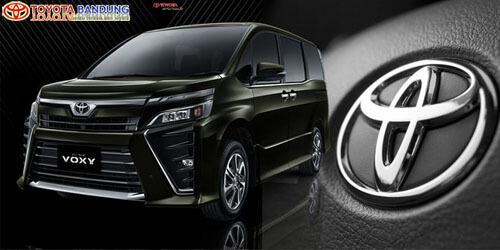 toyota-voxy-mobil-terbaik-di-ajang-indonesia-car-of-the-year-2017