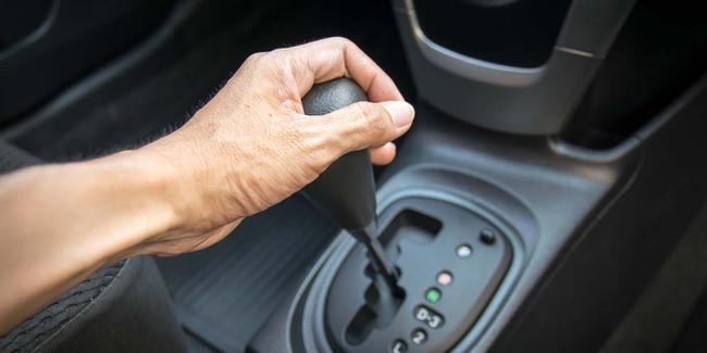 6 Tanda-Tanda Kerusakan Transmisi Matic Pada Mobil