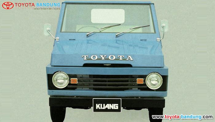 1st Generation 1977 – 1980 : Kijang Buaya