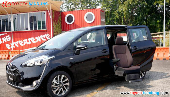 Toyota Sienta Kini Memakai Captain Seat